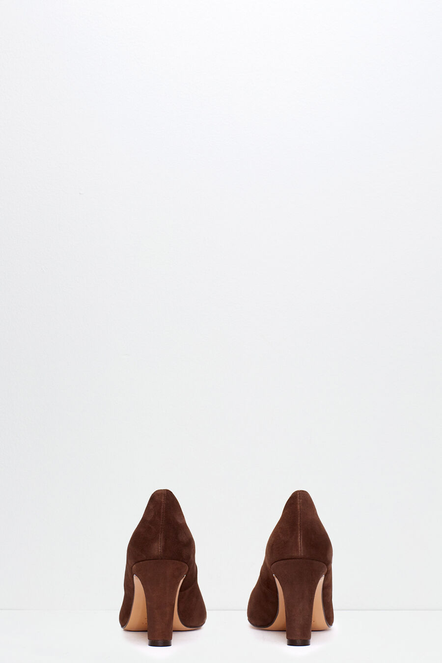 Suede shoe with heel