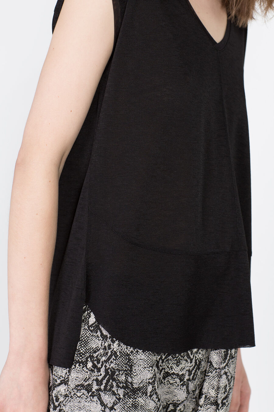 Asymmetrical t-shirt