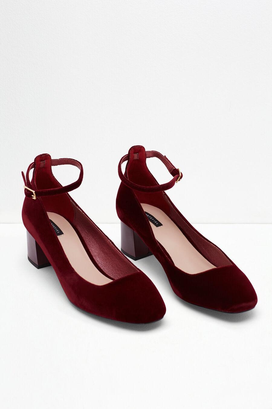 Velvet wing tip heel