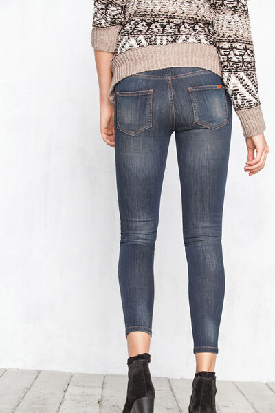 Skinny dirty jeans