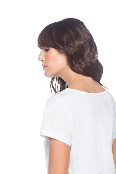 Camiseta escote bordado
