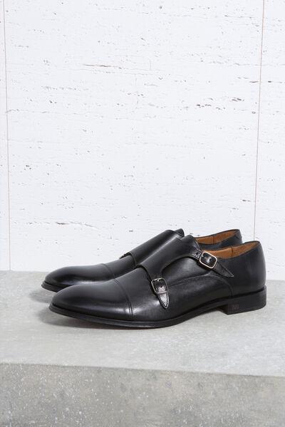 Zapato de vestir con 2 hebillas