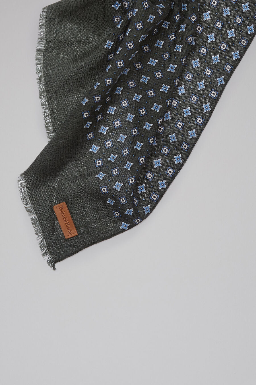 Tie print foulard