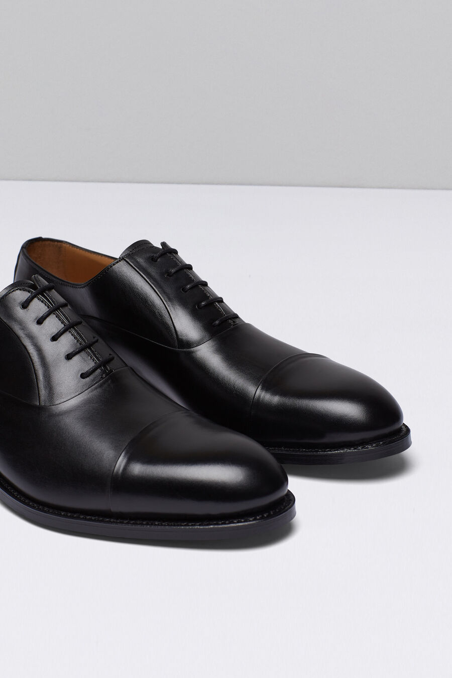 Oxford shoes with straight uppers
