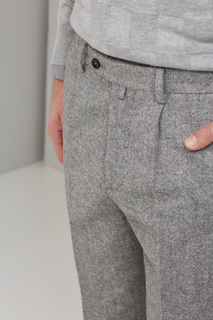 Wool trousers with pleat