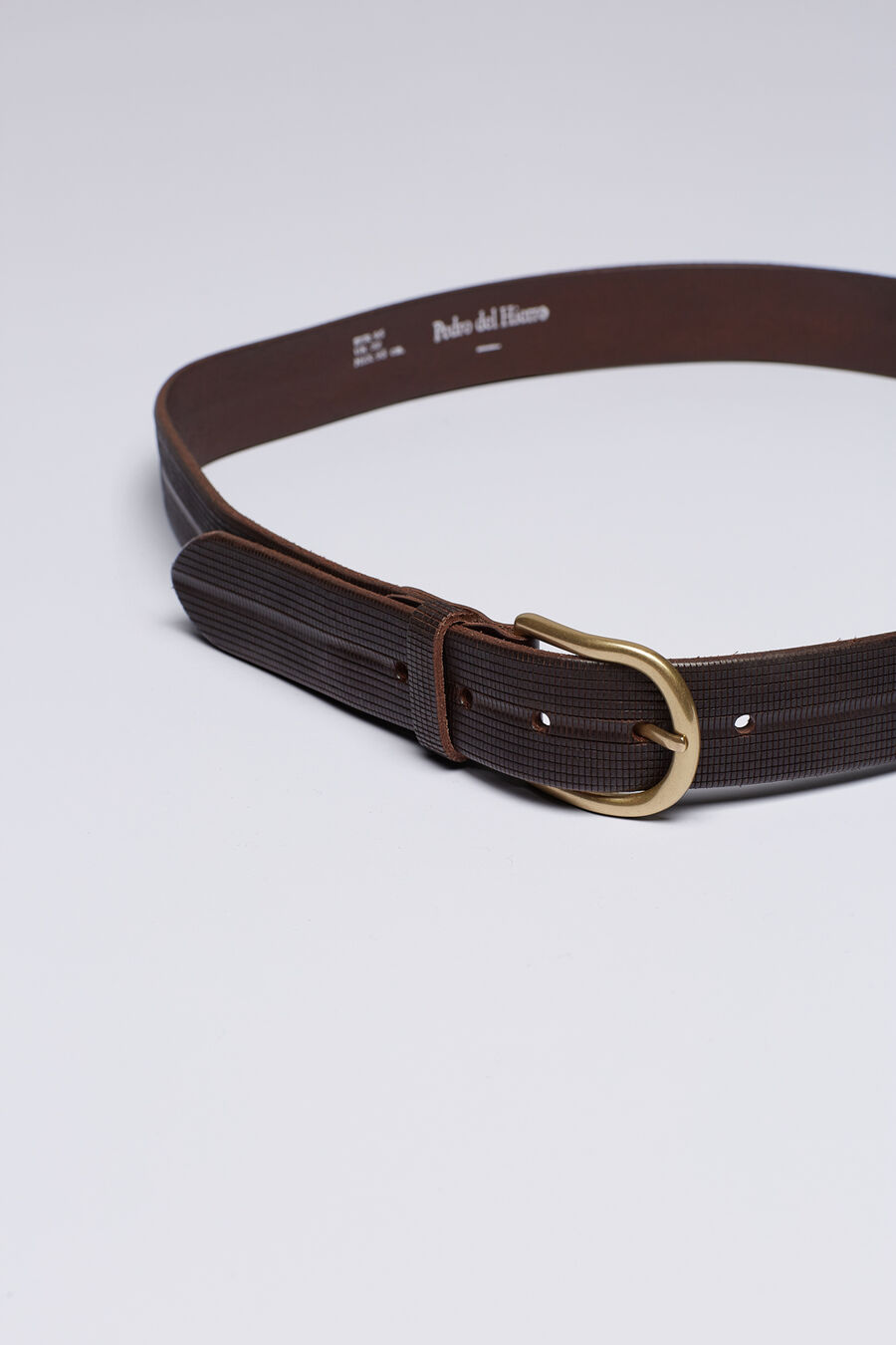 Casual engraved belt