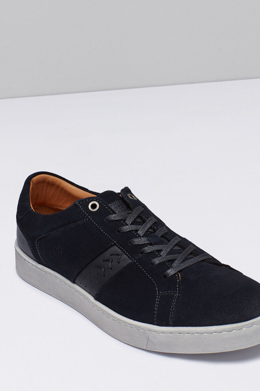 Split leather sneaker