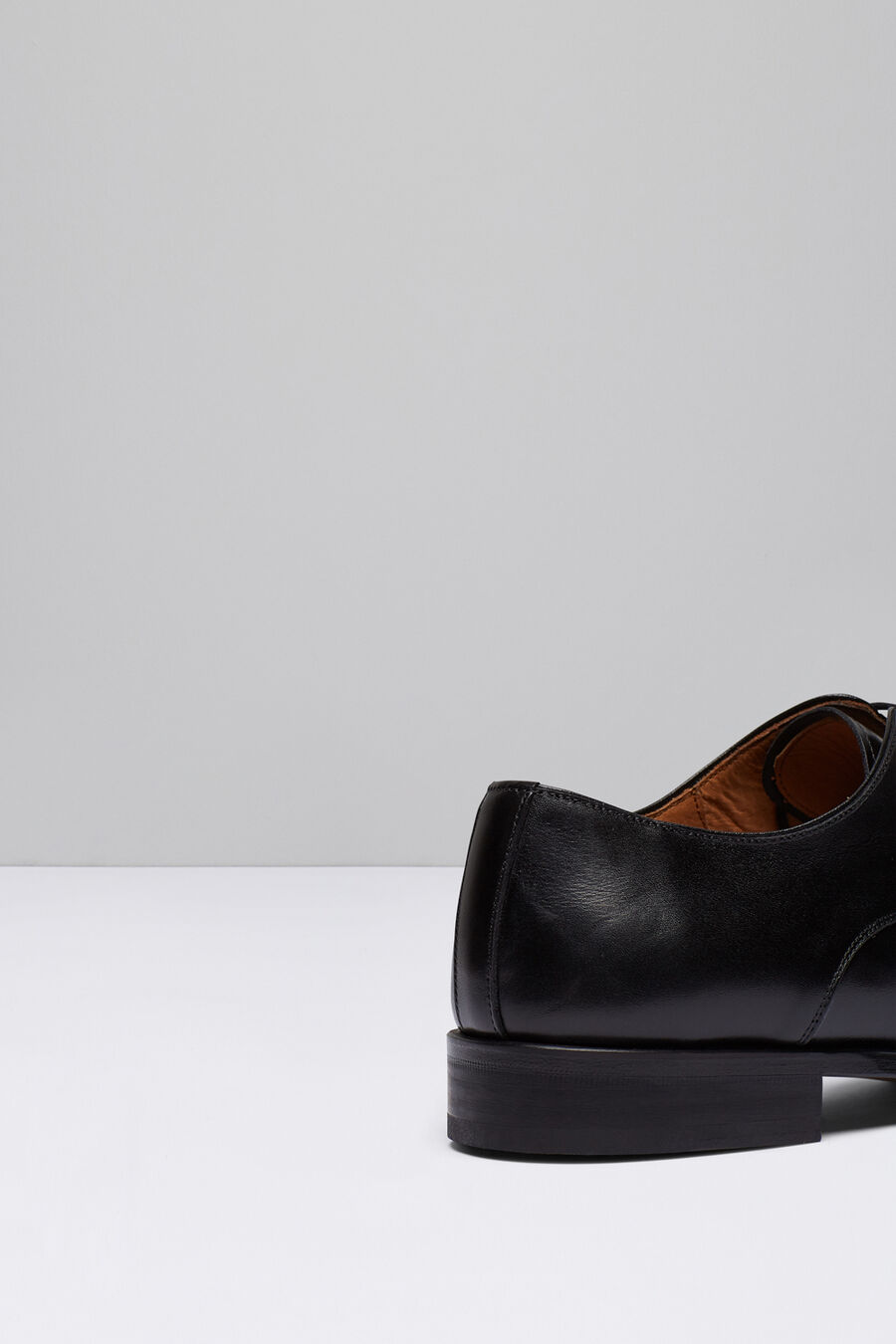 Blucher shoes with punched toe