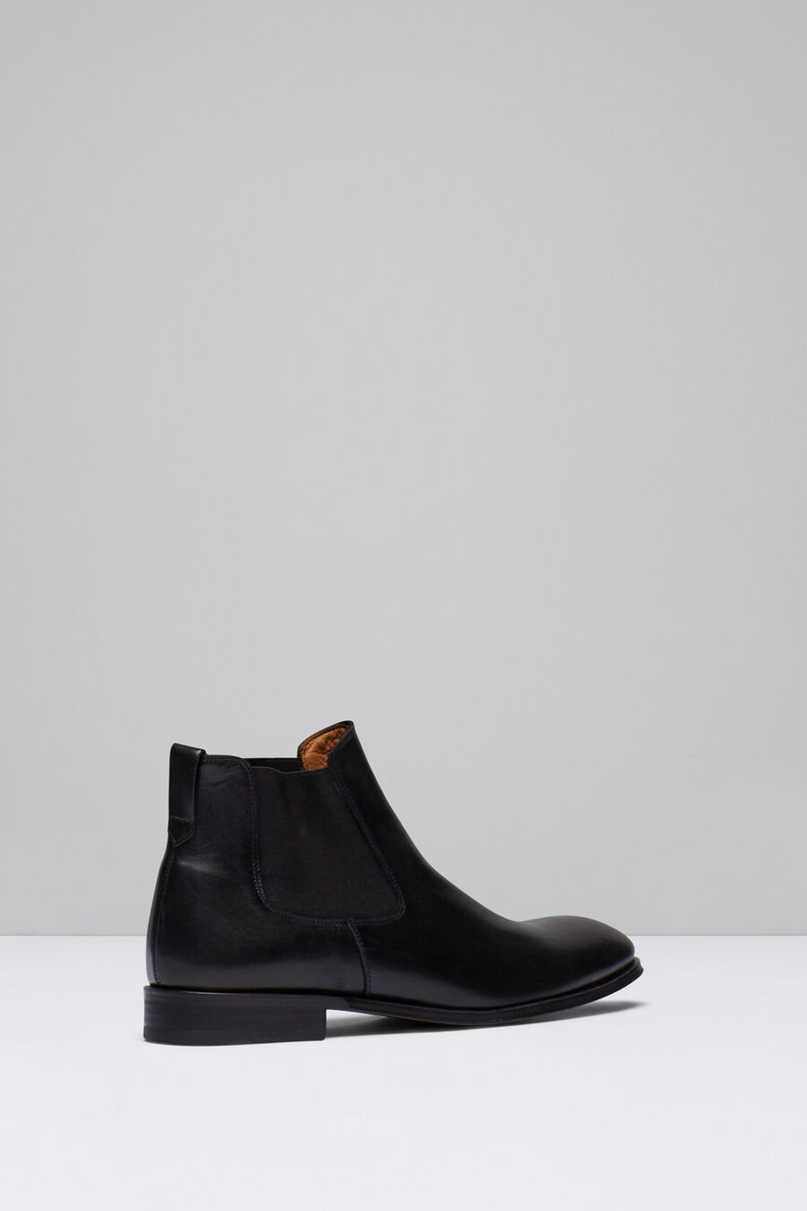 Leather elasticated Chelsea boots