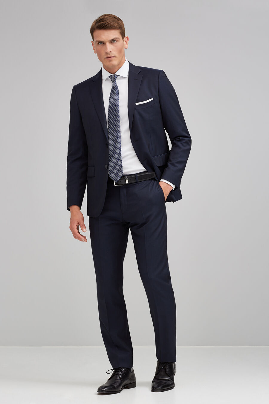 Structured tailored fit suit