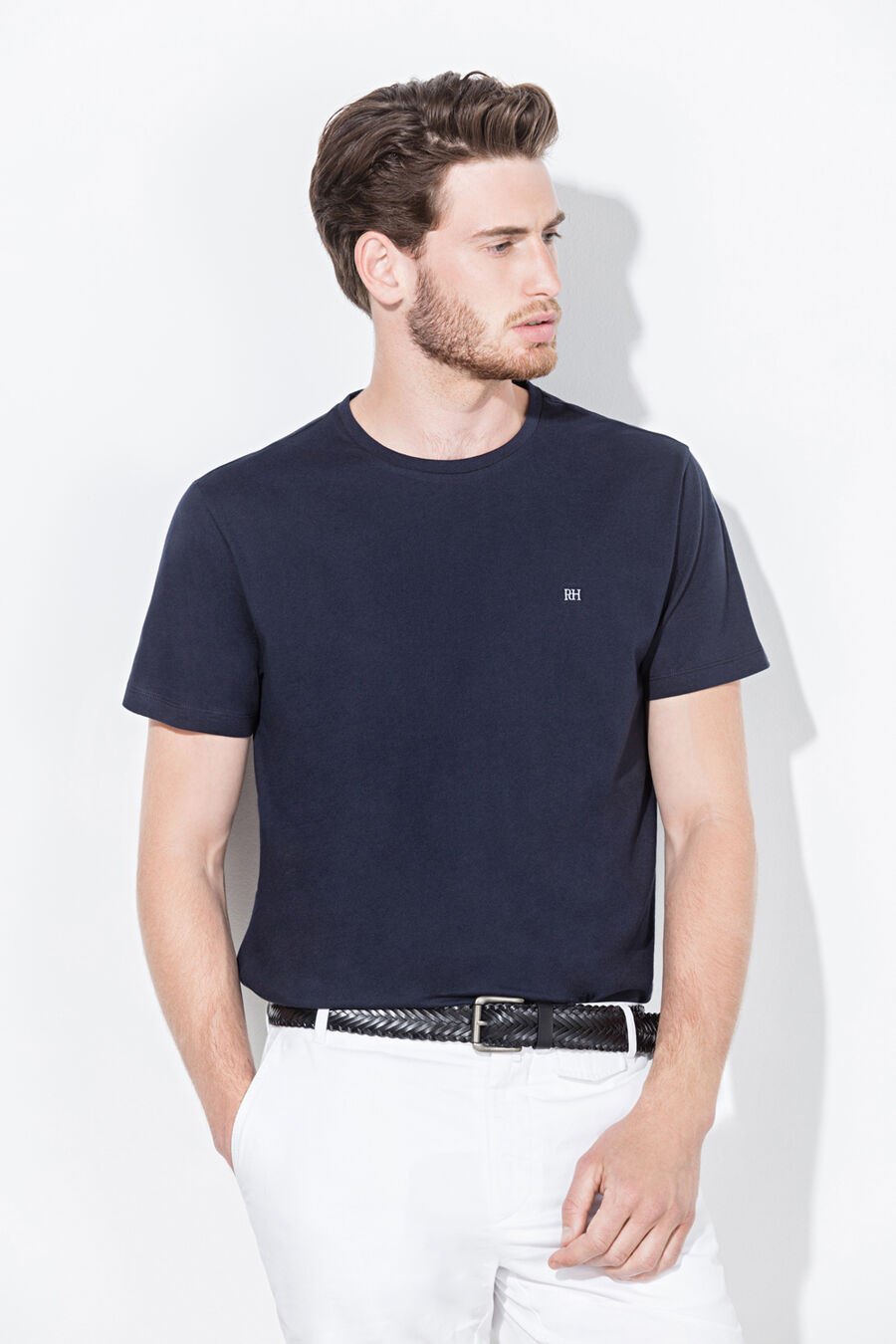 Plain t-shirt with embroidered logo