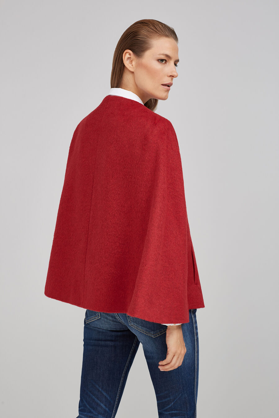 Short cloth cape