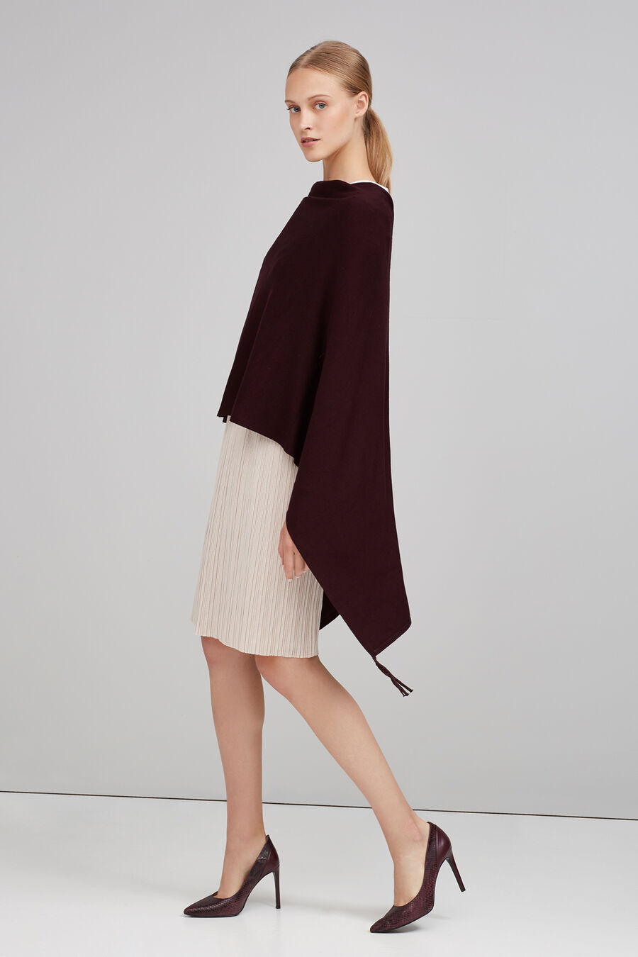 Short cape