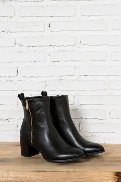 ZIP-UP HEELED ANKLE BOOTS