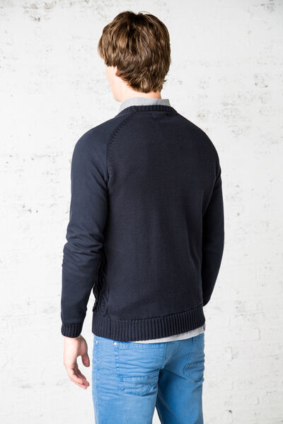 crew neck cableknit sweater