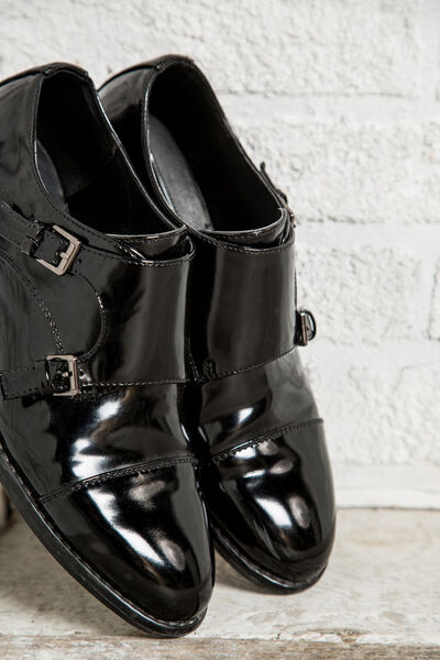 FLAT BUCKLED SHOES