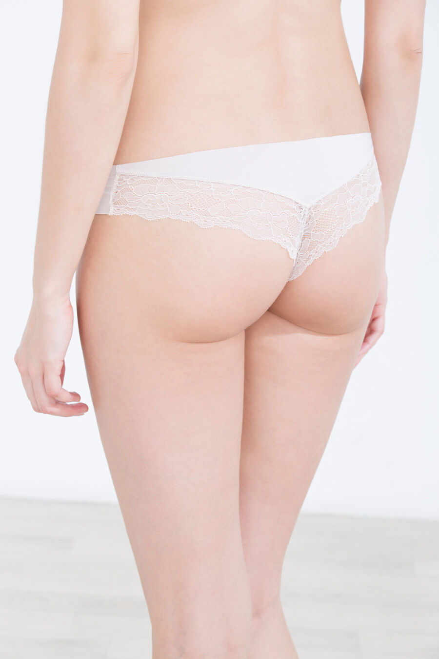 Brazilian brief with lace detail