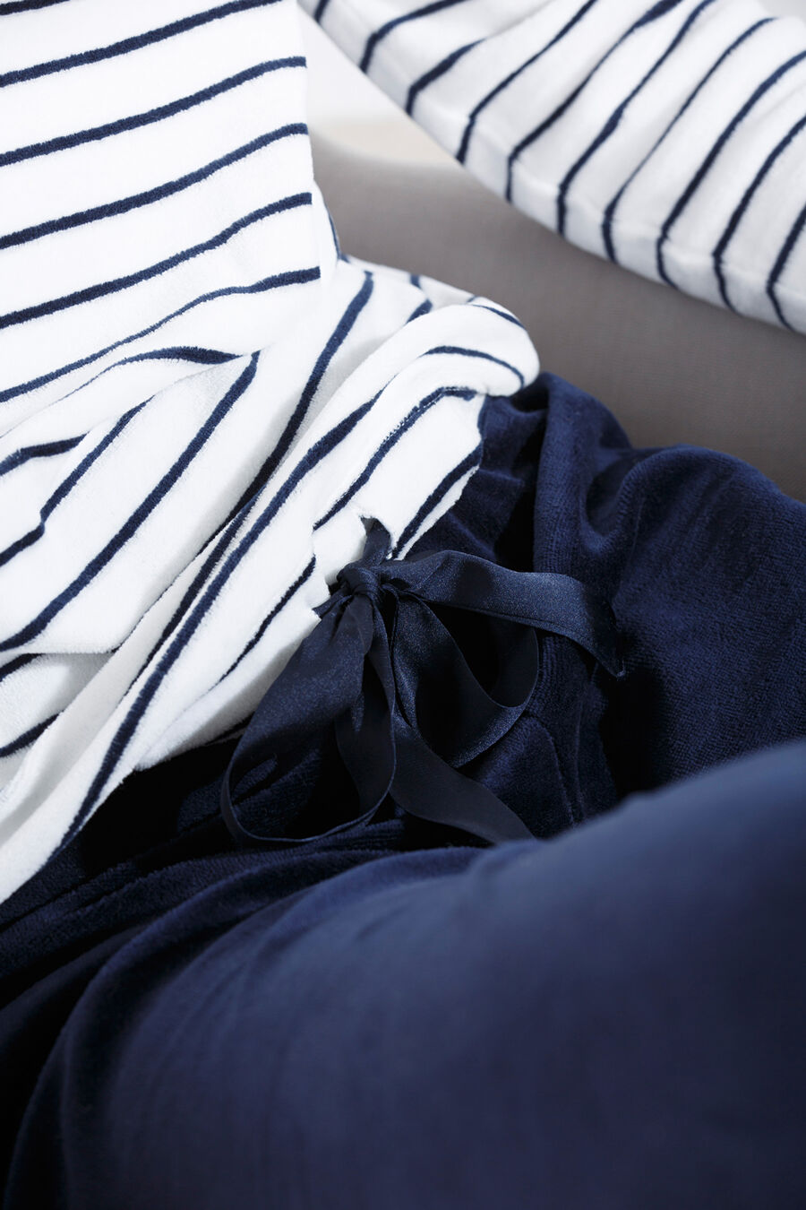 Long striped velour pyjama with bow