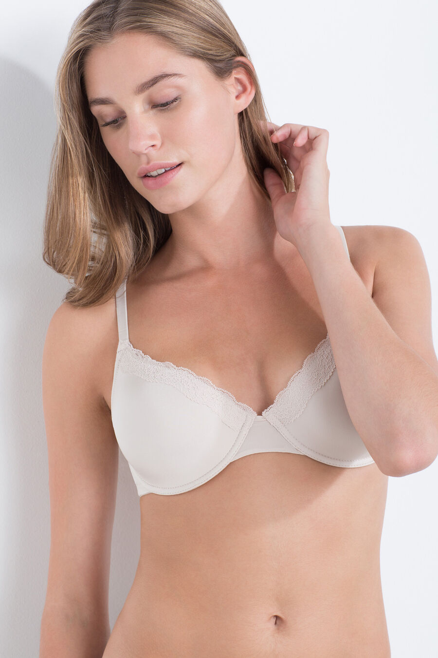 Padded bra with lace detail