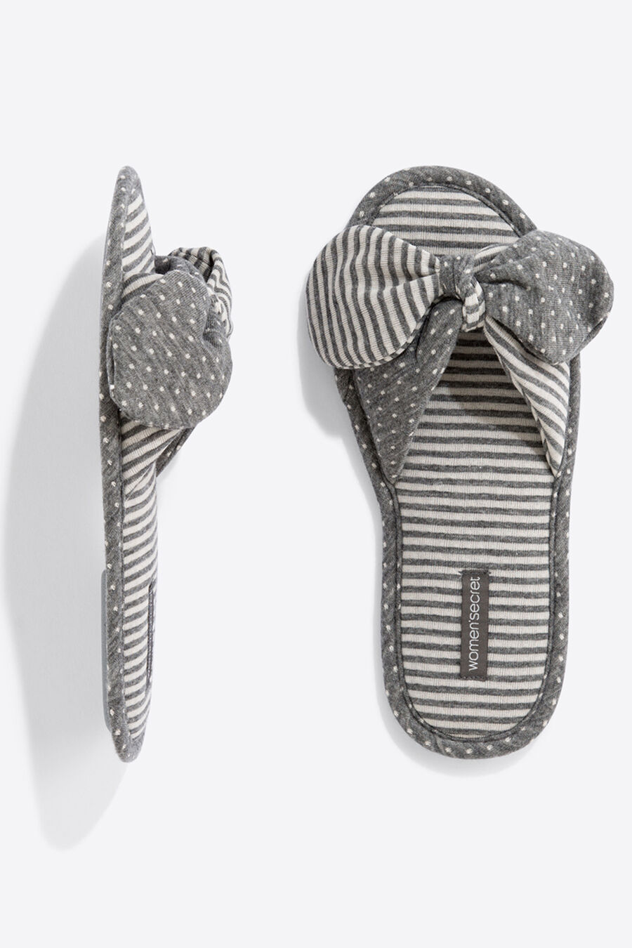 Shower slippers with bows