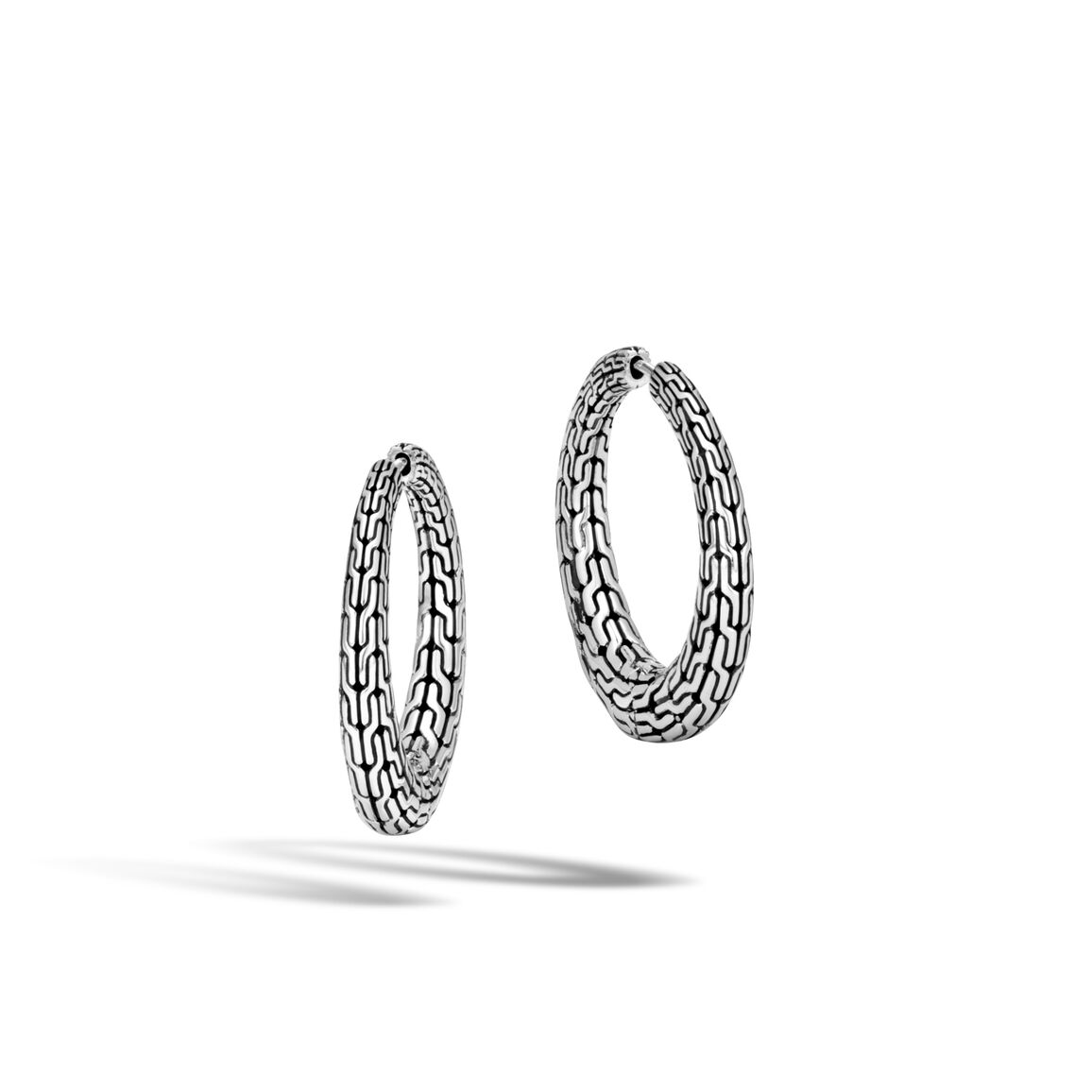 Classic Chain Graduated Medium Hoop Earring in Silver