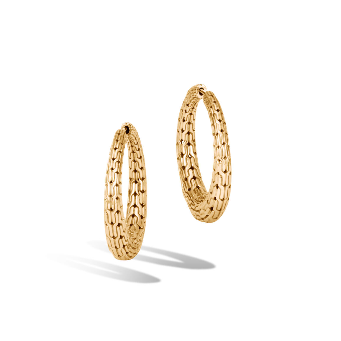 Classic Chain Graduated Medium Hoop Earrings in 18K Gold