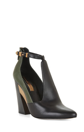 Measure Color-Blocked Cutout Pump