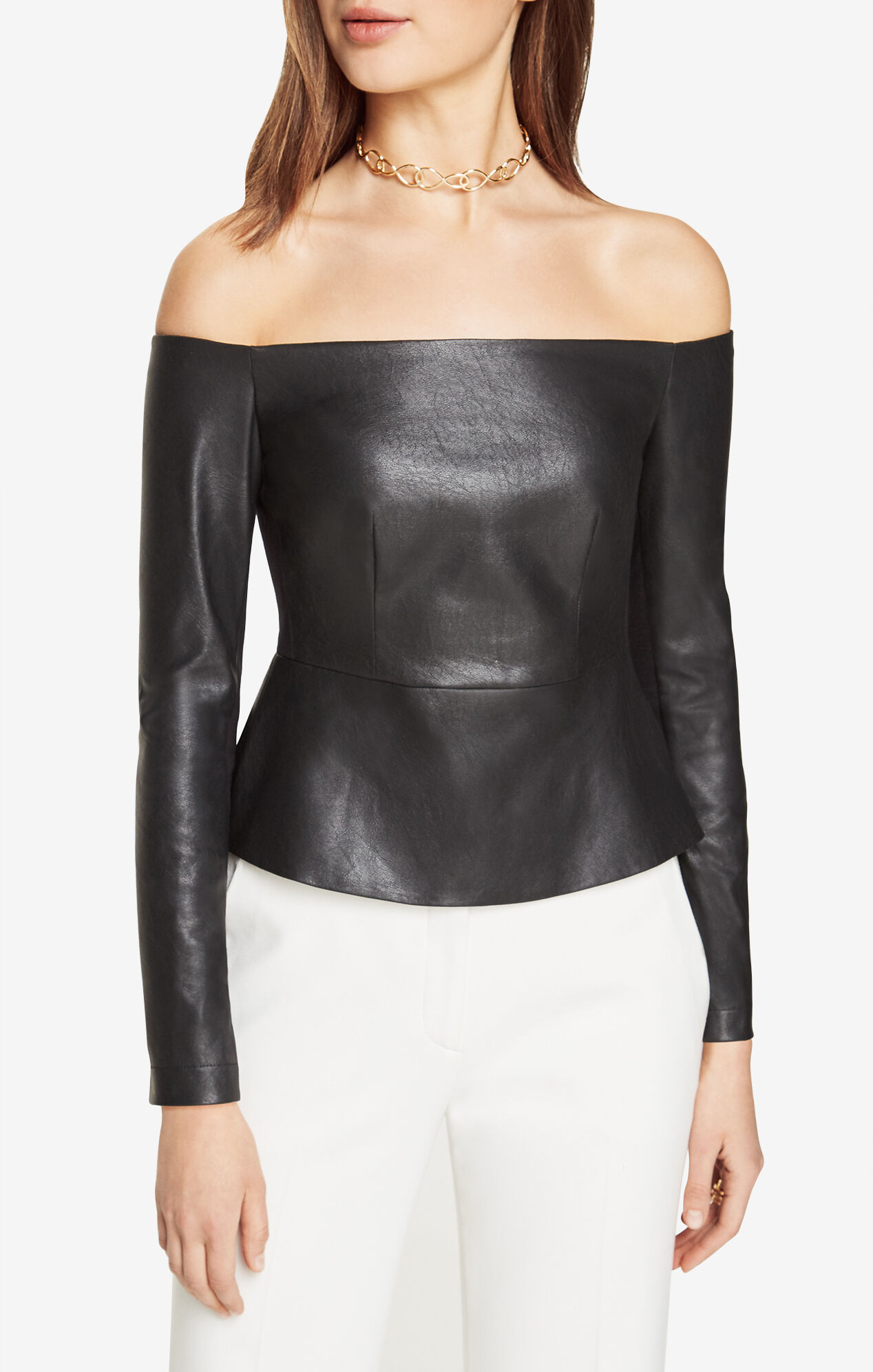 Sexy meets classy on this lovely liquid faux leather top! A flirty sweetheart V-neckline tops this figure flaunting number, while a pretty peplum shape at the waist gives this top some added flair!Padded and boned bustDetachable shoulder strapsBack zipper closure.
