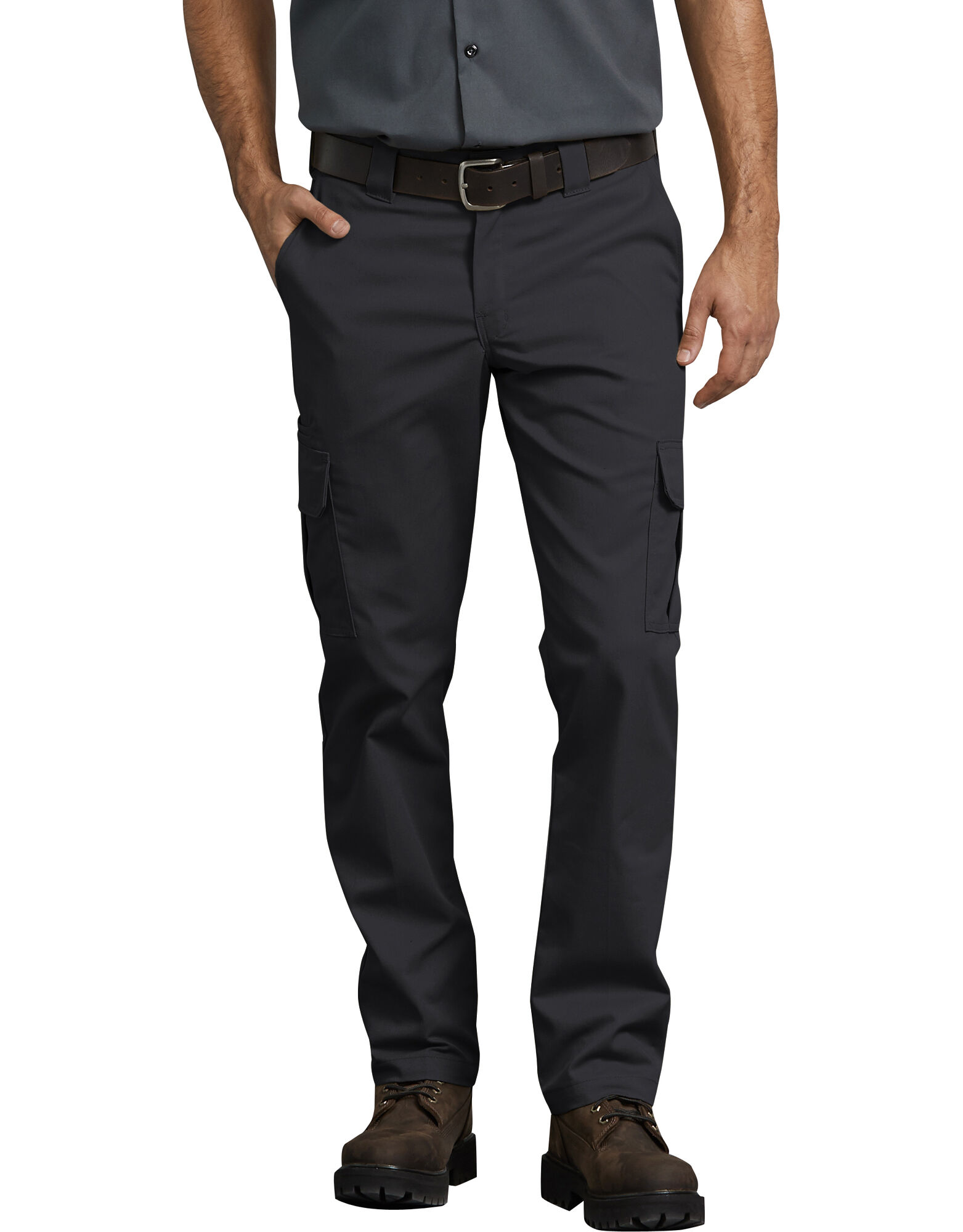 Men's Slim Fit dress pants sit a bit below the waist and have a slim straight leg. They are tailored for a close fit, giving you a crisp and polished profile. Pair with a Slim 1MX dress shirt and Slim blazer and you've got a suit that look like it's been tailored just for you.