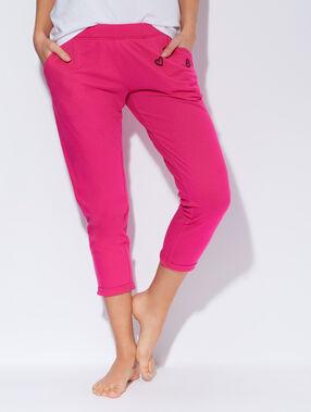Pantalon 7/8 en coton mélangé, détails cœurs brodés fushia.