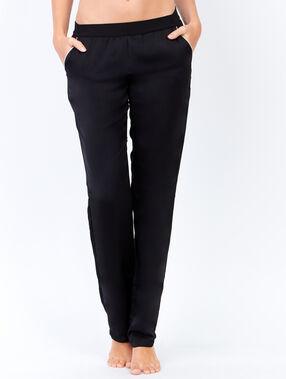 Pantalon uni noir.