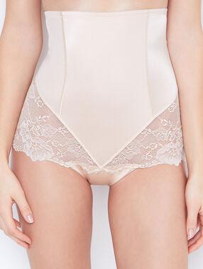Culotte taille très haute micro et dentelle niveau 3 : silhouette remodelée rose poudre.