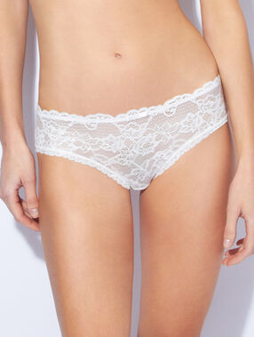 Lace and micro shorts off white.