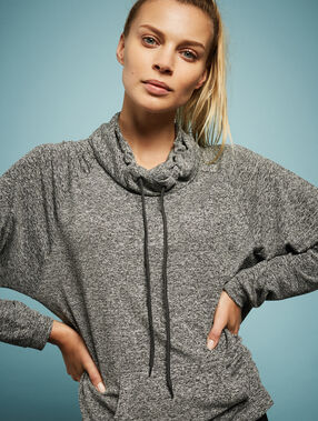 Sport-sweater grey.