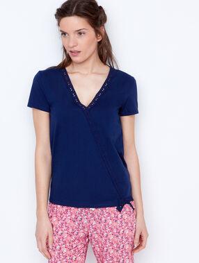 T-shirt bleu.