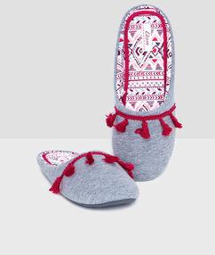 Zapatillas con bordados c.gris.