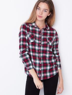 Chemise à carreaux rouge.