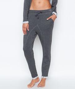 Pantalon homewear gris.