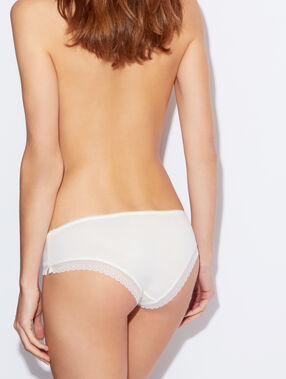 Shorty modal doux, bord dentelle blanc.