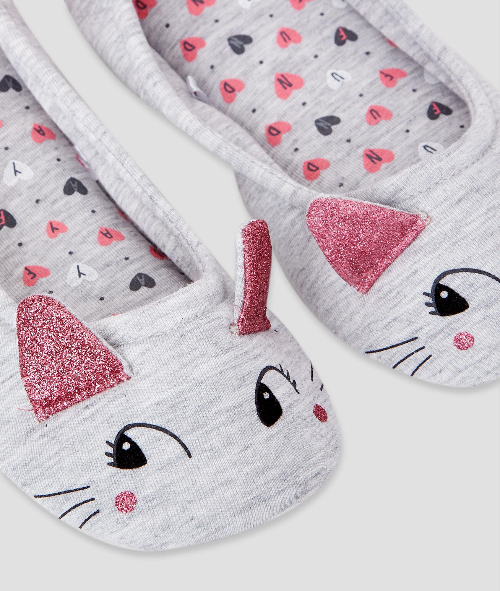 Zapatillas detalle pompones - Pompones para zapatillas ...