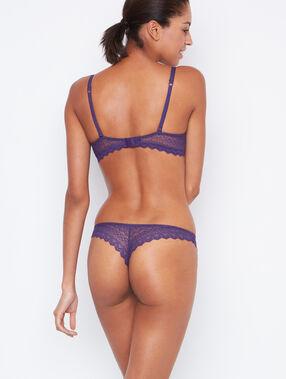 Tanga dentelle violet.