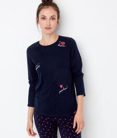 Camiseta estampada de manga larga con motivos bordados azul marino.
