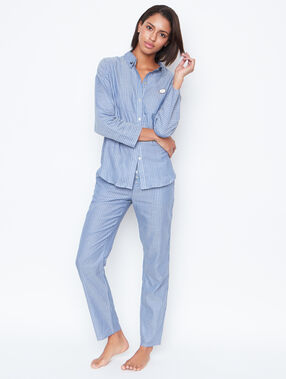 Chemise de pyjama rayée bleu.