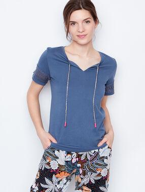 T-shirt manches ajourées bleu.