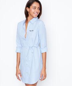 Chemise de nuit rayée bleu.