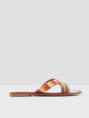 Sandalias de estilo étnico multicolor.