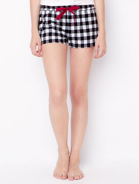 Short à carreaux noir.
