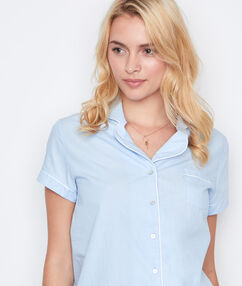 Camisa pijama con botones azul.