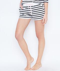 Pantalón corto estampado marinero blanco.