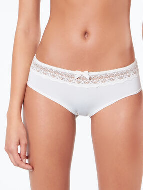 Lace and micro shorts white.
